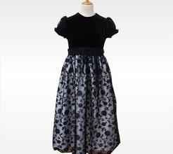 上質感と子どもらしさを兼ね備えた発表会ドレス
