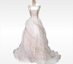 白無垢×ゴールドで魅せる個性派ドレス